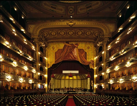 TEATRO COLÓN - BUENOS AIRES - Opened in 1908 after 20 years under construction, it hosts 2478 seats in it´s beautiful interior